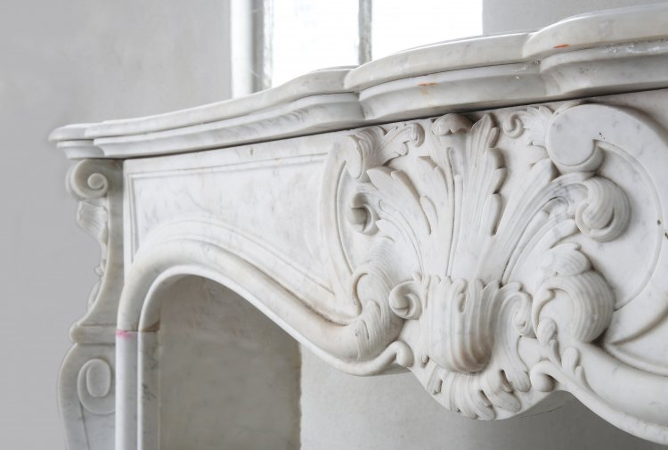 Louis XV fireplace from the 19th century