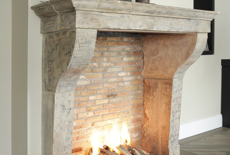 antique fireplace Campagnarde style