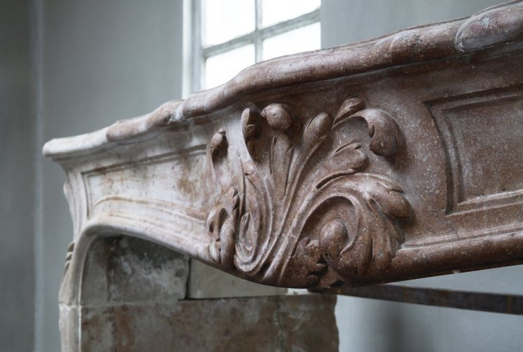 old french mantel of Pierre de Bourgogne